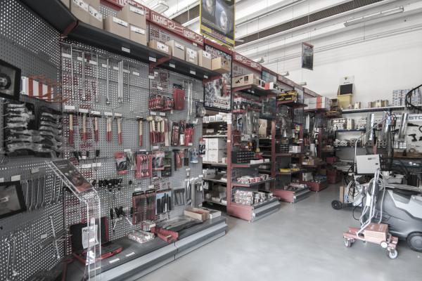 magazzino-attrezzature-officina
